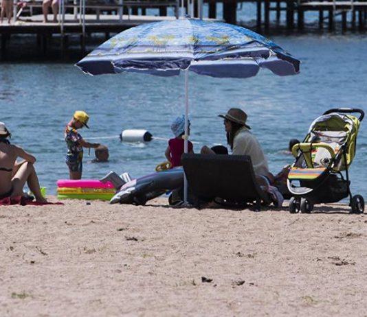 Санэпидемиологи проверяют Иссык-Куль: пляжный песок в норме, с питьевой, сточной и озерной водой — проблемы