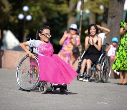В Бишкеке прошел флешмоб с участием людей с ОВЗ