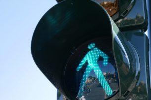 Возле бишкекских школ установят светофоры (список)
