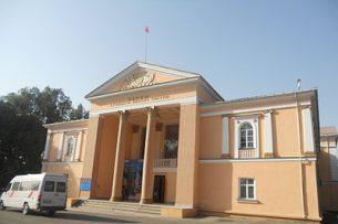 Артисты Джалал-Абадской области своими силами ремонтируют здание драмтеатра