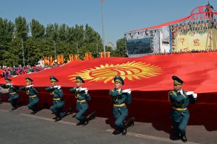 Военным Кыргызстана повысили зарплату и пенсию