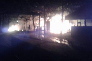 В Бишкеке сгорело кафе (фото, видео)