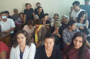 Дело Саляновой: На процесс пришла экс-президент Роза Отунбаева и депутаты ЖК (фото)