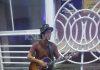 Турист из Японии, путешествующий по всему миру с гитарой, приехал в Бишкек (фото, видео)
