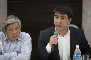Жанар Акаев предлагает принять закон против тех, кто получил новую прописку за полгода до выборов