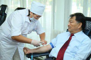 Министр здравоохранения КР призвал граждан становиться донорами крови
