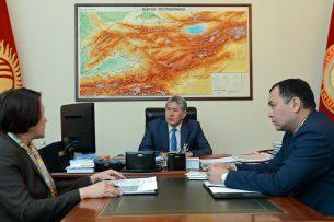 Алмазбек Атамбаев потребовал от ЦИК немедленно реагировать на сообщения о применении админресурса