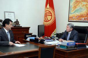 Атамбаеву рассказали о ходе строительства нового корпуса перинатального центра