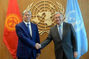Алмазбек Атамбаев наградил Генерального секретаря ООН Антониу Гутерреша орденом «Достук»