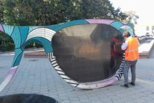В Бишкеке починили арт-инсталляцию «Очки. Точка зрения»
