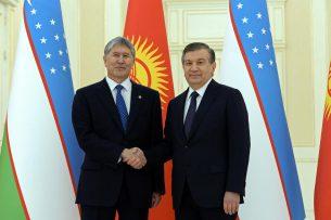 Атамбаев и Мирзиёев по телефону обсудили вопросы взаимодействия