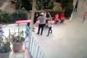 Мужчина помогал своему сыну избивать подростка палкой — видео драки близ Политеха