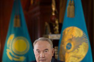 Нурсултан Назарбаев поздравил Жээнбекова с избранием на пост президента Кыргызстана