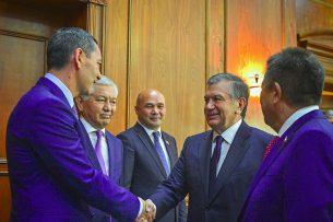 О чем Шавкат Мирзиёев говорил с Омурбеком Бабановым и другими парламентариями (видео)