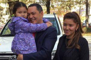 Бабанов подарил куклу и планшет девочке, желавшей политику победы на выборах