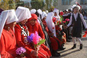 Атамбаев выделил 1 млн 650 тыс. сомов этническим кыргызам, прибывшим из Памира