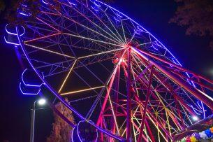 В столичном парке имени Панфилова запустили новое колесо обозрения