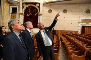 Атамбаев ознакомился с ходом реконструкции Кыргызского национального театра оперы и балета