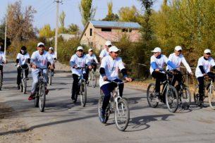 На Иссык-Куле прошел велопробег «100 дней борьбы против торговли людьми»