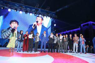 Бишкек выбирает Сооронбая Жээнбекова! Концерт на площади «Ала-Тоо» в поддержку Жээнбекова (фоторепортаж)
