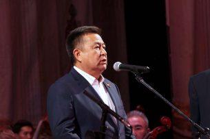 Чыныбай Турсунбеков выделил из резервного фонда спикера 500 тыс. сомов Театру оперы и балета