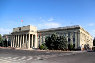 Арзыбек Бурканов освоожден от должности советника премьер-министра КР