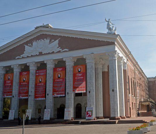 В Бишкеке оцепили здание театра Оперы и балета. Обнаружен подозрительный предмет
