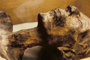 Депутаты Жогорку Кенеша предлагают вновь выкопать мумию «Баткенской царицы» и вернуть ее в музей