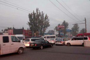 В Бишкеке добровольные регулировщики помогли устранить пробку