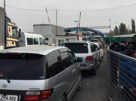 На КПП «Ак Жол» снова пробка и очереди: люди не могут попасть в Казахстан