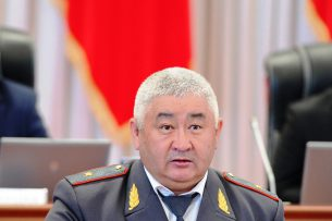 Новый депутат от партии «Республика – Ата-Журт» принес присягу в Жогорку Кенеше
