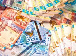 Стоимость тенге обвалилась вслед за ценой на нефть: Курс доллара в обменниках Казахстана подскочил до 397 тенге