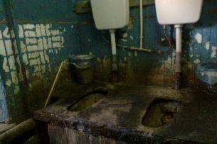 Разваленный туалет не относится к Национальному госпиталю — администрация
