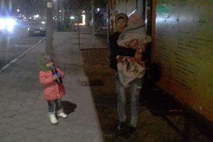 Не оплатила за жилье: в Бишкеке женщина с двумя детьми оказалась на улице