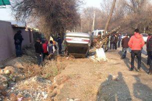 Близ Бишкека пьяный водитель сбил пятерых прохожих: трое из них скончались