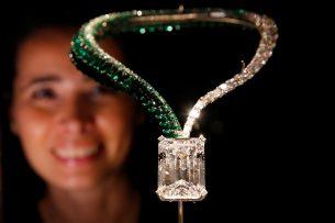 На аукционе в Женеве продали бриллиант весом в 163 карата