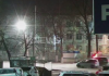 В Бишкеке возле школы №70 автомобиль снес табло «Внимание, дети!»