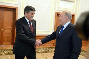 За что Жээнбеков поблагодарил Назарбаева? Лидеры РК и Кыргызстана побеседовали по телефону