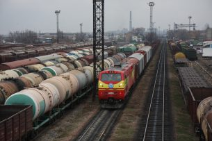 В Бишкеке поезд сбил молодого человека, он скончался на месте