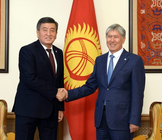 Противостояние Сооронбая Жээнбекова и Алмазбека Атамбаева пользы не принесет – депутат ЖК