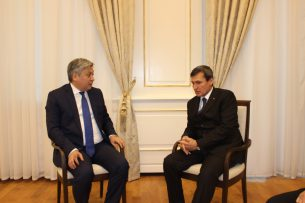 Авиасообщение между Бишкеком и Ашхабадом: о чем вели переговоры главы МИД Кыргызстана и Туркменистана