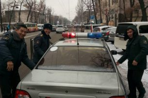 «Вот такие чудеса»: сотрудники ДПС помогли бишкекчанину