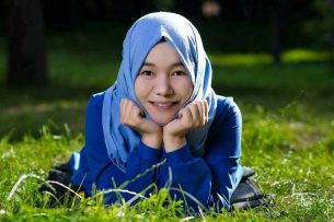 Ты должна быть молчаливой и серьезной: стереотипы о девушках в хиджабах