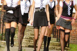 Никаких мини-юбок и макияжа: в Жогорку Кенеше предлагают ввести дресс-код в школах
