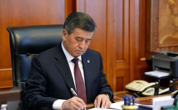 Сооронбай Жээнбеков отправил правительство в отставку