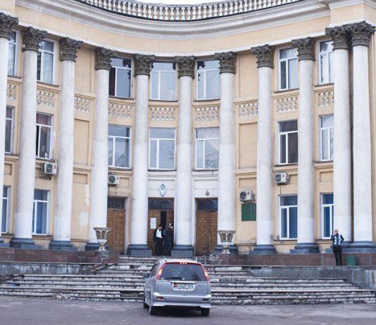 Вице-премьер-министр Алтынай Омурбекова поручила изучить вопрос с очередями в Нацгоспитале
