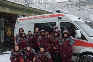 Сотрудникам бишкекской скорой помощи подарили теплую спецформу