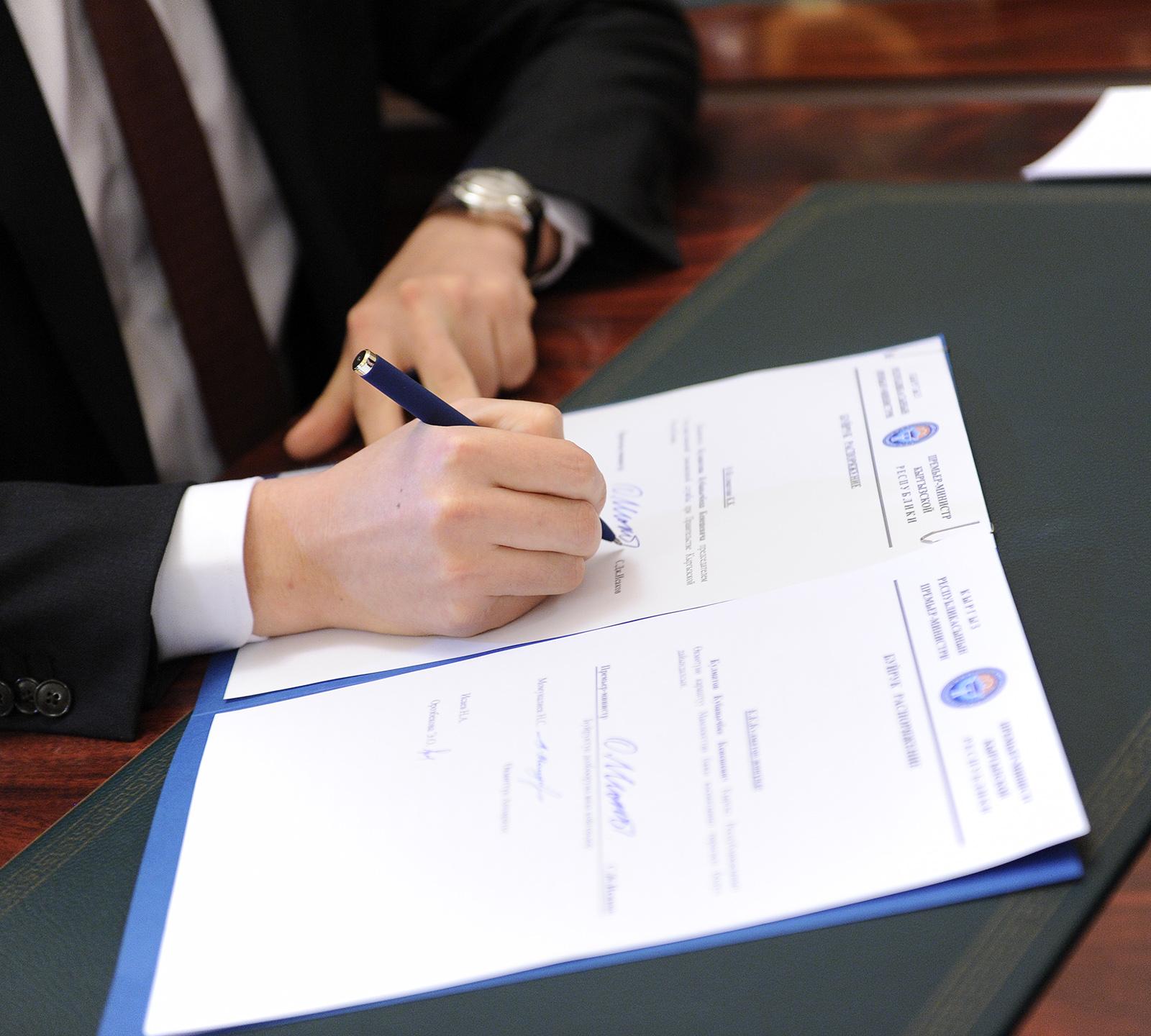 ЕАЭС иИран подписали соглашение озоне свободной торговли