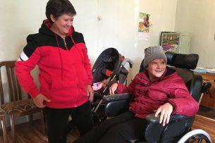 В Кыргызстане детям с ДЦП подарили многофункциональные инвалидные коляски