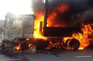 На трассе Бишкек – Балыкчы сгорел грузовик (фото)